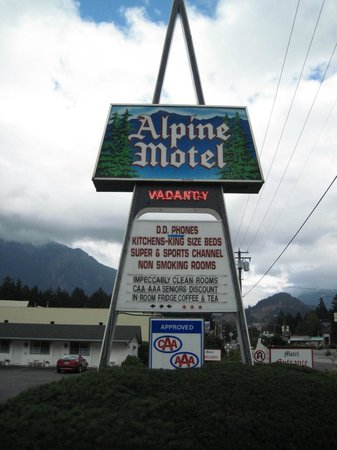 sign board of alpine motel