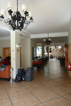 Casa Andina Classic - Puno Tikarani: Lobby area
