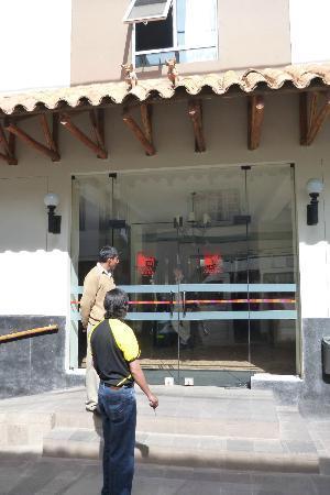 Casa Andina Classic - Puno Tikarani: Front Entrance