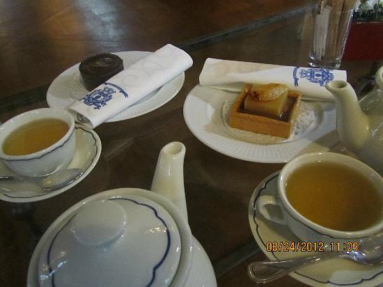 Hotel d'Aubusson: Afternoon tea in the salon