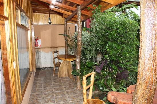 Monteverde Rustic Lodge: Entrance to Room
