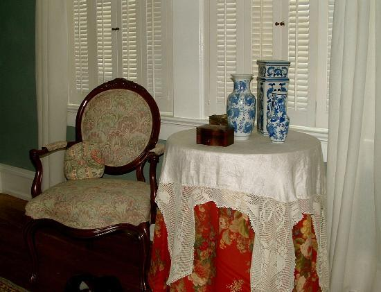 Spencer House Bed and Breakfast: Bedroom beautifully furnished