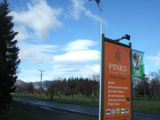 Pines Holiday Park: Entrace and view