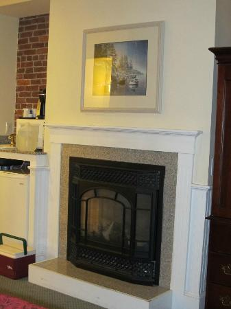 Lord Camden Inn: Fireplace: Perfect for cool nights