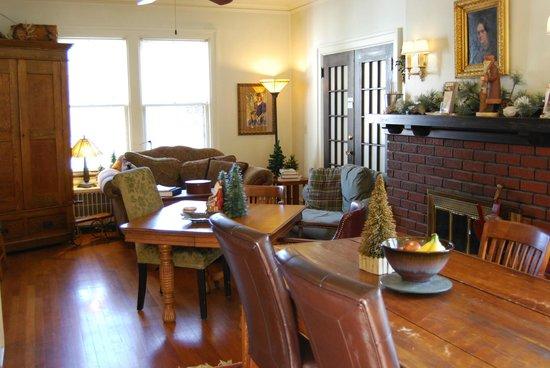 Mayor Lord's House Bed & Breakfast : Breakfast Seating
