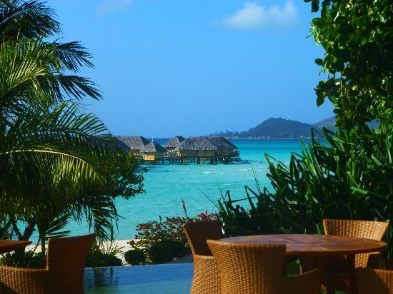 Bora Bora Pearl Beach Resort & Spa : View from the restaurant during breakfast!