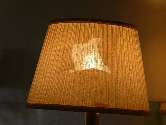 Knights Inn Big Bear Lake: Ripped lampshade...