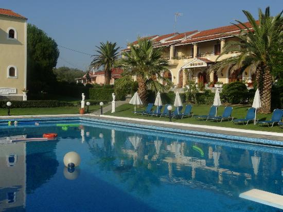 Vassilatika, Griechenland: Rooms overlooking the pool
