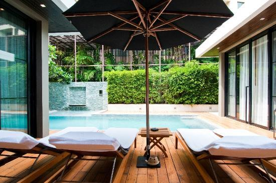 V Villas Hua Hin: Private pool and alfresco area