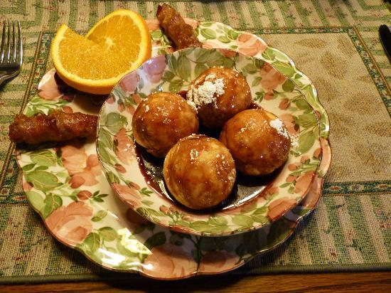 Mountain Top Bed & Breakfast: Alvie's Aebleskivers!