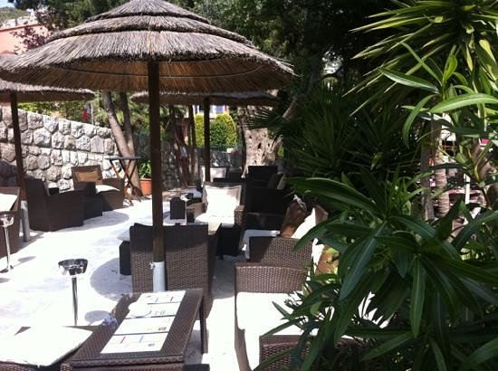 Le pinocchio eze restaurant reviews phone number for Cafe du jardin eze