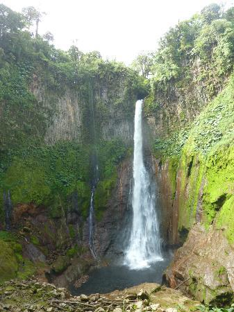 El Silencio Lodge & Spa: Nearby waterfall for rappelling
