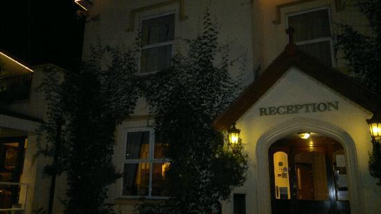 White Waters Country Hotel: the front at night