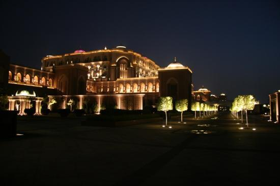 Emirates Palace: hotel at night