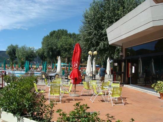 Residenza Alberghiera Italia : Bar przy basenie.