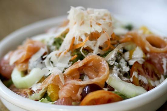 Giuseppe Pizzeria & Sicilian Roast: Salmon Salad
