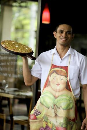 Giuseppe Pizzeria & Sicilian Roast: Service with a smile!