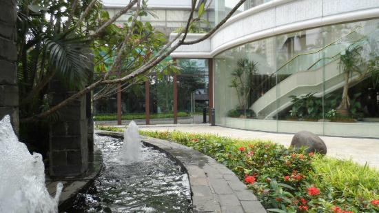 Shangri-La Hotel Jakarta: Looking toward Satoo