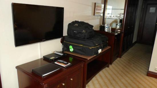 Shangri-La Hotel Jakarta: Ample storage for luggage