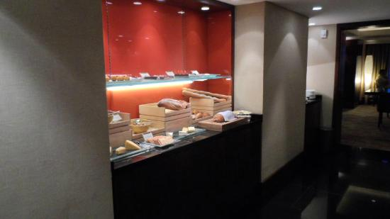 Shangri-La Hotel Jakarta: Bakery selection at the Horizon Club