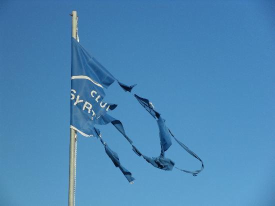 Hotel Rivari: le joli drapeau de la piscine