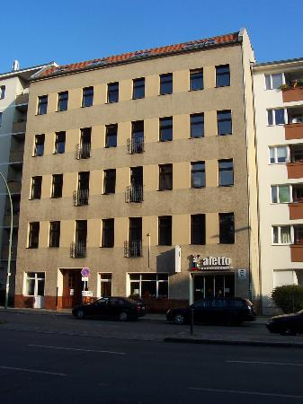 Acama Schöneberg Hotel+Hostel: Façade de l'hôtel