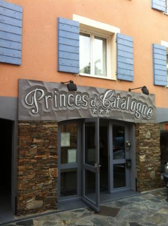 Hôtel Princes de Catalogne : façade hôtel