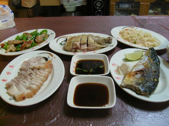 Lalashan Happy Farm: Mr Chen whipped up these dishes for our dinner at Happy Farm. Simply delicious!