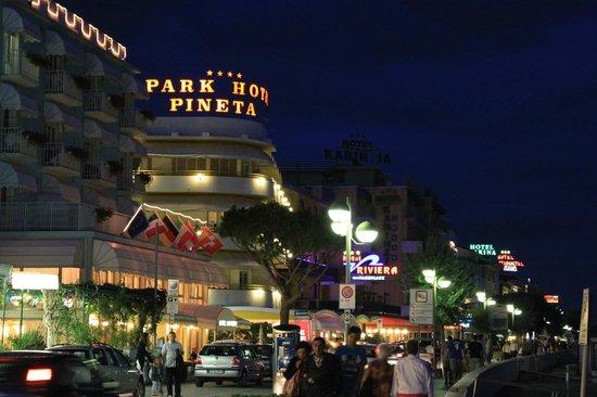 Park hotel Pineta Caorle : esterno sul corso