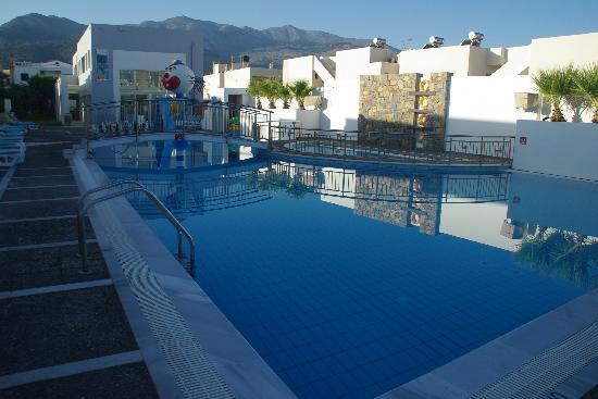 Sissi Bay Hotel & Spa: Piscine pour les Enfants & Spa (Piscine intérieure)