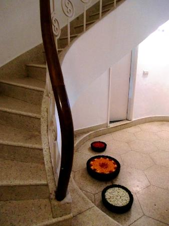 Amarya Villa: Stairs down to dining room on the ground floor