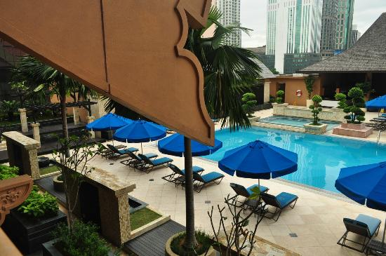The Royale Chulan Kuala Lumpur: Pool view from the room