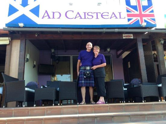 An Caisteal Bar & Cafe: Ross and Maureen welcome you to An Caisteal