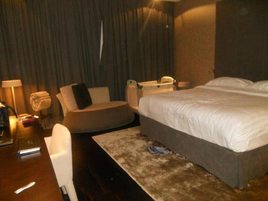 King size bed picture of melia dubai hotel dubai for Tripadvisor dubai hotels