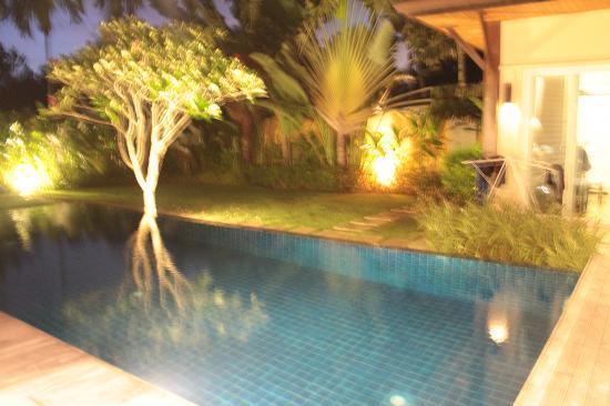 Two Villas Tara: At night 