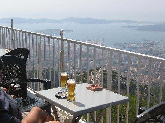 refreshments in 39 the panoramique 39 cafe photo de telepherique du mont faron toulon tripadvisor. Black Bedroom Furniture Sets. Home Design Ideas