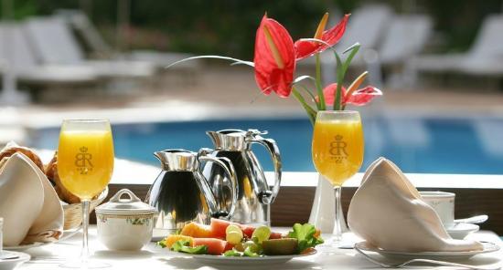 Gran Hotel Atlantis Bahia Real : Breakfast