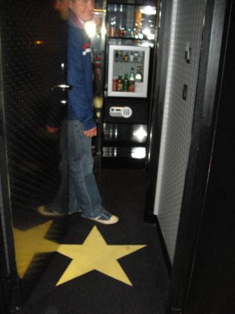 Platine Hotel: Minibar and storage ...