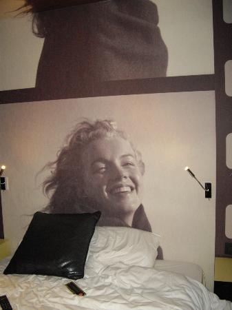 Platine Hotel: The Marilyn headboard...