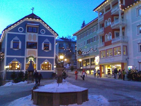 Hotel Maria: la piazza fronte hotel