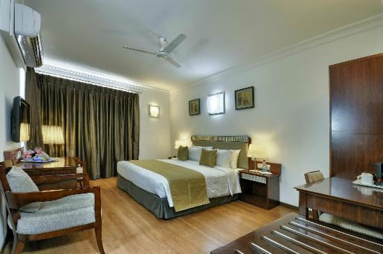 Hotel Nami Residency: deluxe king size bed