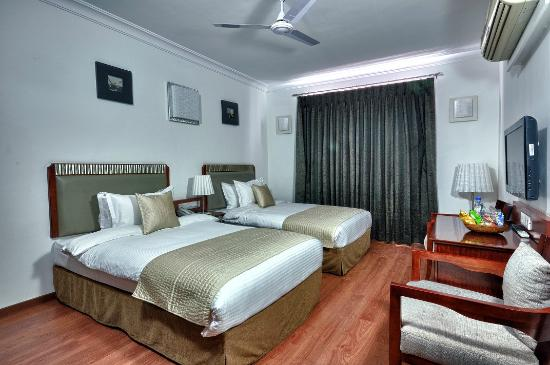 Hotel Nami Residency: deluxe twin bed