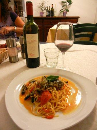 Ristorante La Fenice Hostaria : spaghetti alla chitarra con pomodorino, basilico e caviale di melanzane