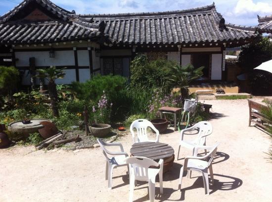 Sa Rang Chae Guesthouse: courtyard