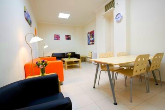Hostal La Lonja: Salón, sala de lectura y trabajo