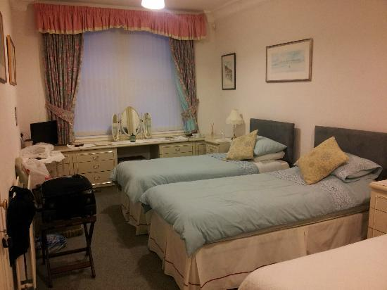 Vicarsford Lodge: Very Large bedroom with 3 beds