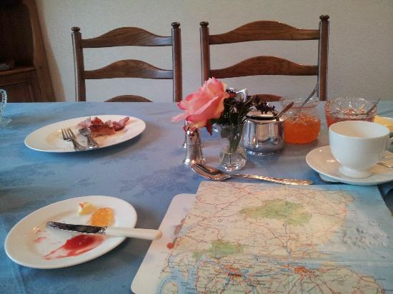 Vicarsford Lodge: Breakfast was OK- nothing to go mad for but the usual menu of hot and cold brekky