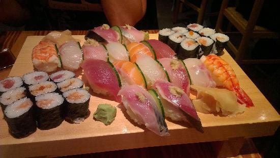 Yamayu Santatsu: Le serveur vous propose un mix en fonction de ce que vous préférez, pour nous pas de sashimis, m