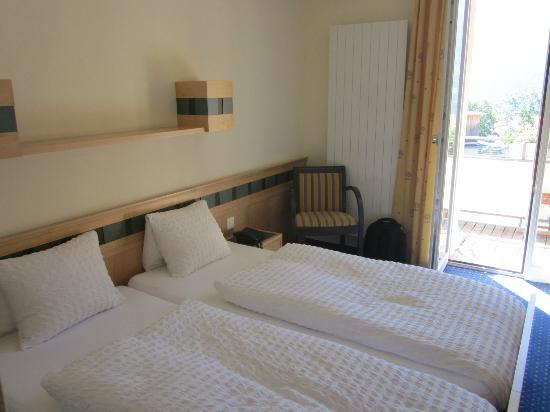 Hotel Victoria-Lauberhorn: Zimmer mit Balkon