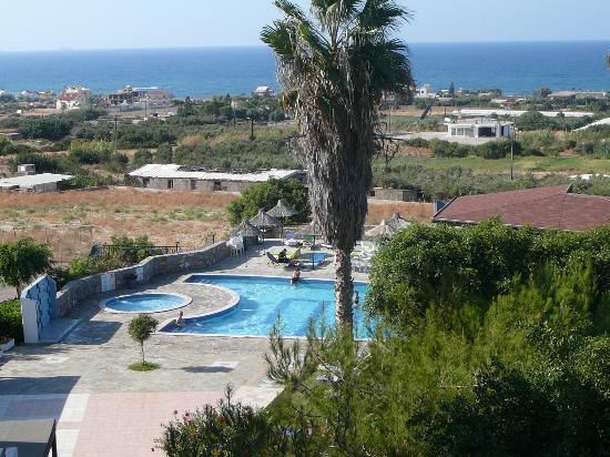 Vue de la piscine bild von hotel oceanis anissaras for Piscine oceanis